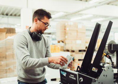 Maschine Mitarbeiter Druckerei